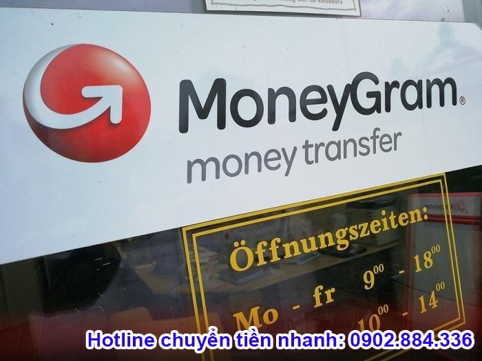 Đến đại lý Money Gram để chuyển tiền về Việt Nam